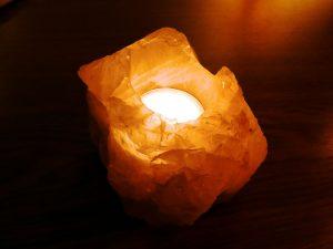 Tarot himalayan-salt-lamp-1018347_1920-200x300 Debes poner una Lámpara de Sal del Himalaya en tu vida. amuletos Amuletos y hechizos Aura y energías Feng Shui Protección