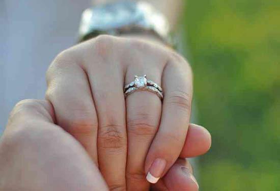 Tarot anillos-en-cada-dedo Cómo usar los anillos para tu beneficio Protección